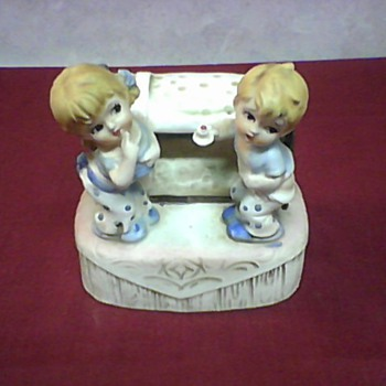 CUTE TWINS FIGURINE - Art Pottery