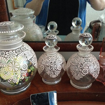 lavender salts and perfume dresser set? so pretty! - Art Glass