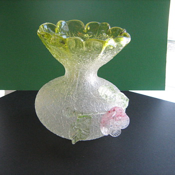 Overshot glass vase with applied flower and applied Vaseline glass leaves. - Art Glass