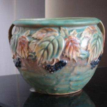 Roseville Blackberry - Art Pottery