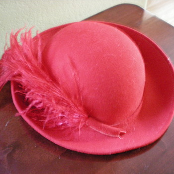 Old red women's with red feather - Hats
