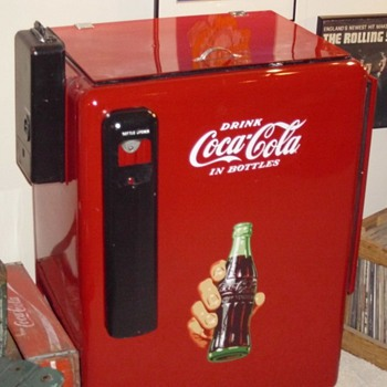 Coca Cola Vending Machine - Coca-Cola