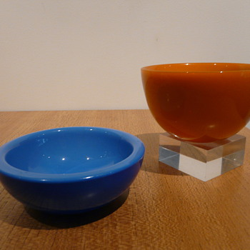 TWO ORREFORS FUGA COLORA BOWLS