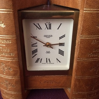 Les Trois Mousquetaires Jaeger book clock