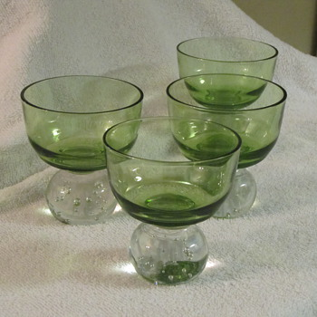 vintage green cocktail glasses