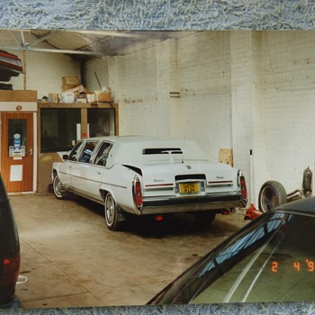 1994/5-birmingham-old American cars in a garage/ nec. - Classic Cars