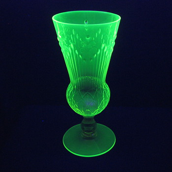 Jules Venon Patented Vaseline Glass Pukeberg? - Art Glass