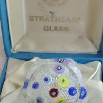 Strathearn PSF232 Spaced Millefiori on Lace Muslin Ground Small - Art Glass