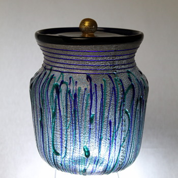 Glass mizusashi by Hisatoshi Iwata - Art Glass