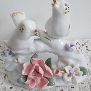 Porcelain figurine, birds on a branch