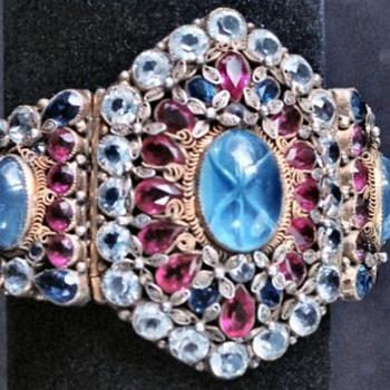 Hobe 1950s Bracelet - Costume Jewelry
