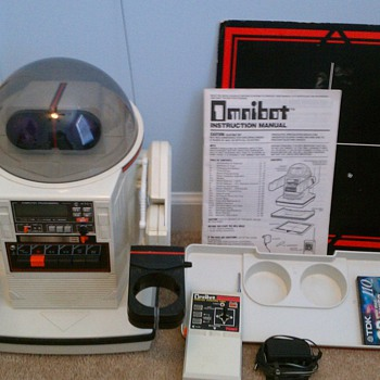 1980&#039;s Omnibot Robot