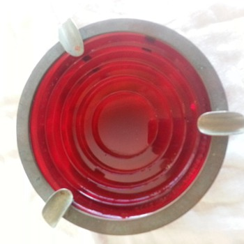 CORNING GLASS WORKS ASHTRAY. STOP LIGHT?