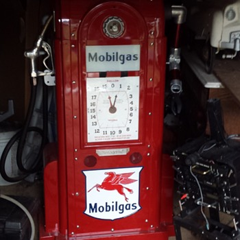 Mobil Gas pump robot. Have everything. Batterypack, and insides. - Petroliana