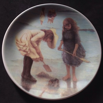 "Decoative plate. ""Playing On The Beach"""