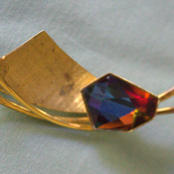 Large gem brooch marked Simpson