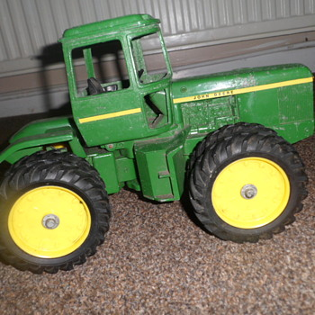 old ford & John deer vintage trackers - Toys