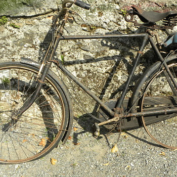 A JAMES motorized bicycle (Barnfind)