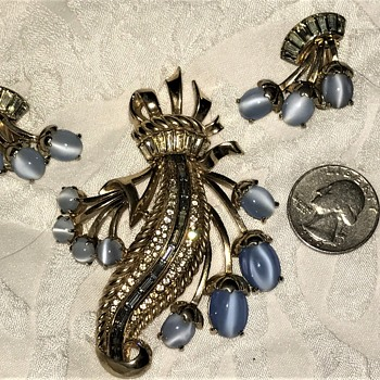 HELP! Elsa Schiaparelli Large Brooch and Earrings  - Costume Jewelry