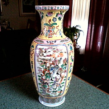 "Chinese Famille Rose Vase / Yellow Ground with Figurals /""Dao Guang Nian Zhi"" or Made during Daoguang Reign mark/ Circa 1970's - Asian"