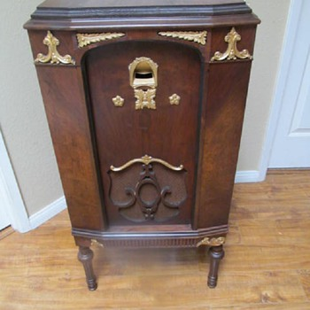 1920s RADIO CABINET - POST #6 OF 7 - Furniture