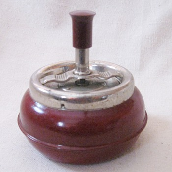 Deep Red Art Deco Vintage Spin-ette Ashtray Hilton Lite Corp S.F.  Japan  - Tobacciana