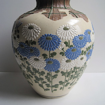 Mystery Art Deco Asian Chrysanthemum Moriage Vase