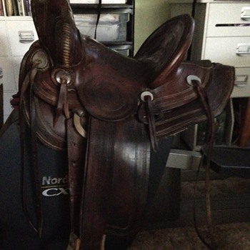 Very old newberry saddle with a 14 1/2in seat. All original - Sporting Goods