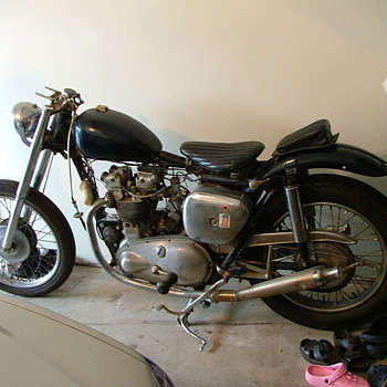 1959 Triumph Trophy 500 Bobber (Bobbed in 1967) - Motorcycles