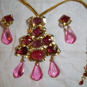 Huge pendent/brooch and clip earrings - Costume Jewelry