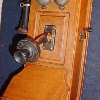 A Holtzer-Cabot Cathedral Top Wall Phone? Year??? - Telephones