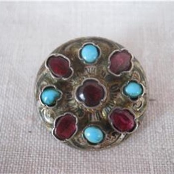 Antique turqouise and almandine brooch POST 1
