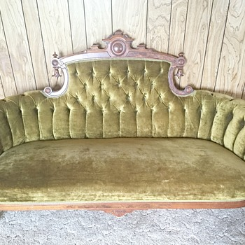 Victorian Sofa? Does anyone know the date and price of this sofa? - Furniture