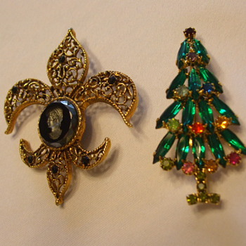 HOBE Christmas Tree Pin & Unmarked Fleur-de-Lis Friend - Costume Jewelry