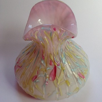 Victorian cased pink Peloton glass vase with fan top