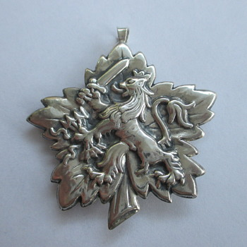 Large silver pendant / brooch with Dutch Lion