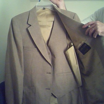 Excellent condition Johnny Carson Suit ! - Mens Clothing