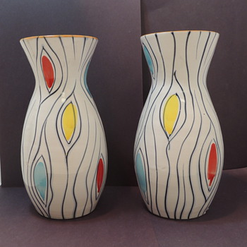 Modern Vases - Anyone Know???? - Art Pottery