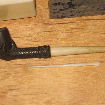 Ivory Pipe - Folk Art
