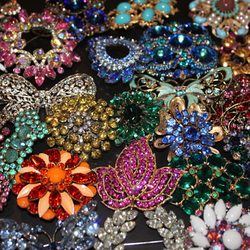 Happy Holidays - Costume Jewelry