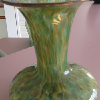 "Signed 8"" vase - Art Glass"
