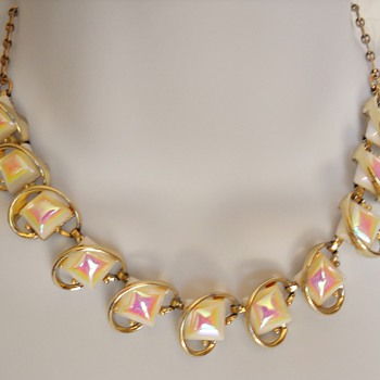 OPALESCENT NECKLACE & BRACELET SET - Costume Jewelry