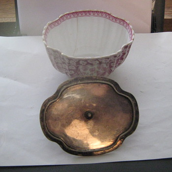 small pink spode sugar bowl with metal lid