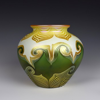 QUEZAL ART GLASS VASE CIRCA 1914