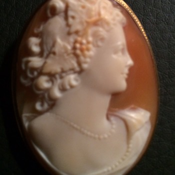 Lovely cameo purchased at estate sale~  - Fine Jewelry