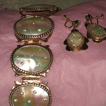 Mother of Pearl braclet & earrings - Costume Jewelry