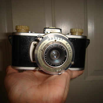 35 mm Kodak combat camera