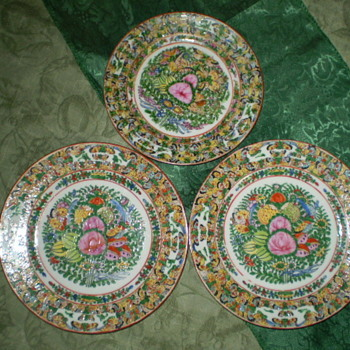 Chinese Desert Plates decorated in the Thousand Butterfly motif - Asian