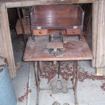 EARLY SEWING MACHINE--- WHEELER-WILSON? - Sewing