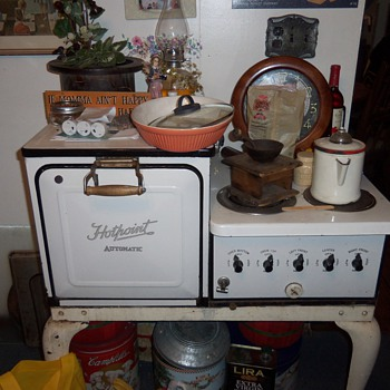 1930's Hotpoint range - Kitchen